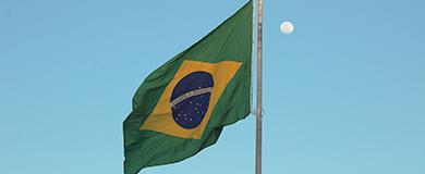Bandeira do Brasil tremulando em um mastro