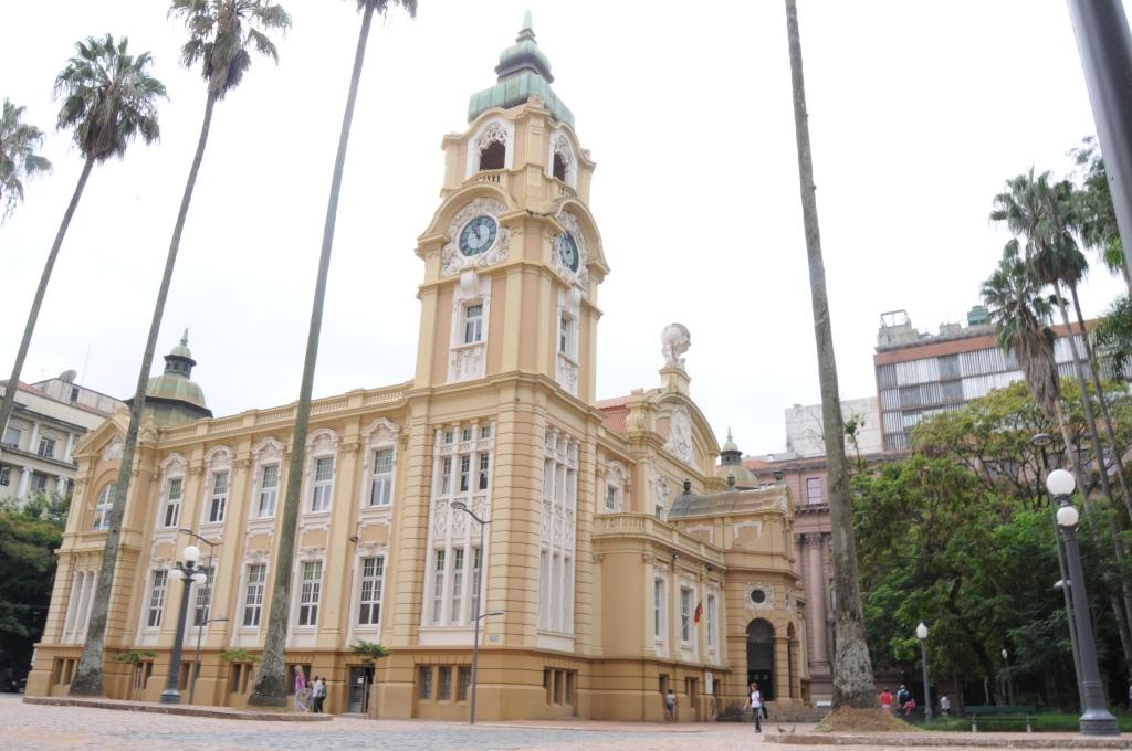 Foto da fachada lateral do Memorial do Rio Grande do Sul.