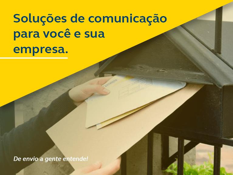 Correspondências sendo deixadas em caixa de correio - Soluções de comunicação para você e sua empresa.