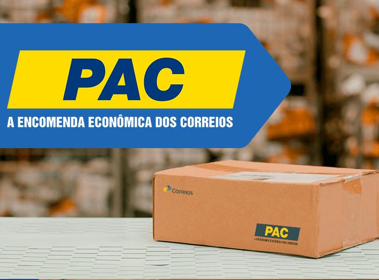 Frase do card: PAC A encomenda econômica dos Correios - Foto de uma caixa lacrada em cima de uma bancada