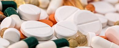 Pílulas de medicamentos misturadas.