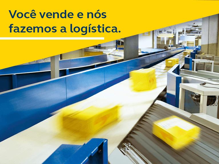 Esteira logística com 4 caixas amarelas dos Correios sendo deslocadas. Texto: você vende e nós fazemos a logística.