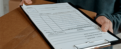 Solicitação de assinatura de um  documento para a entrega de uma mercadoria